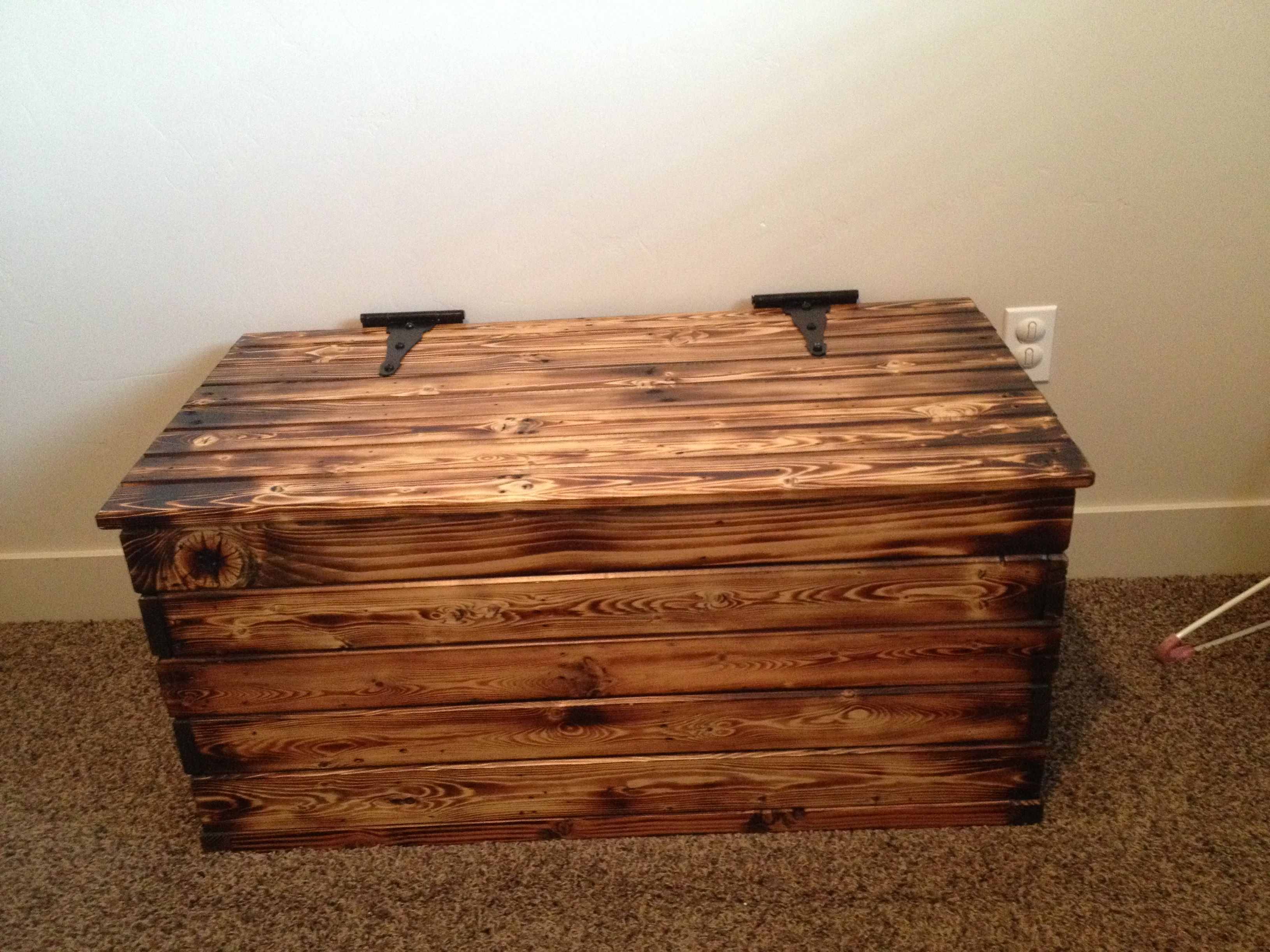 Diy Toy Box Made From Old Pallets Blow Torched And Glazed Wood Toy Box Pallet Toy Boxes Wooden Toy Boxes