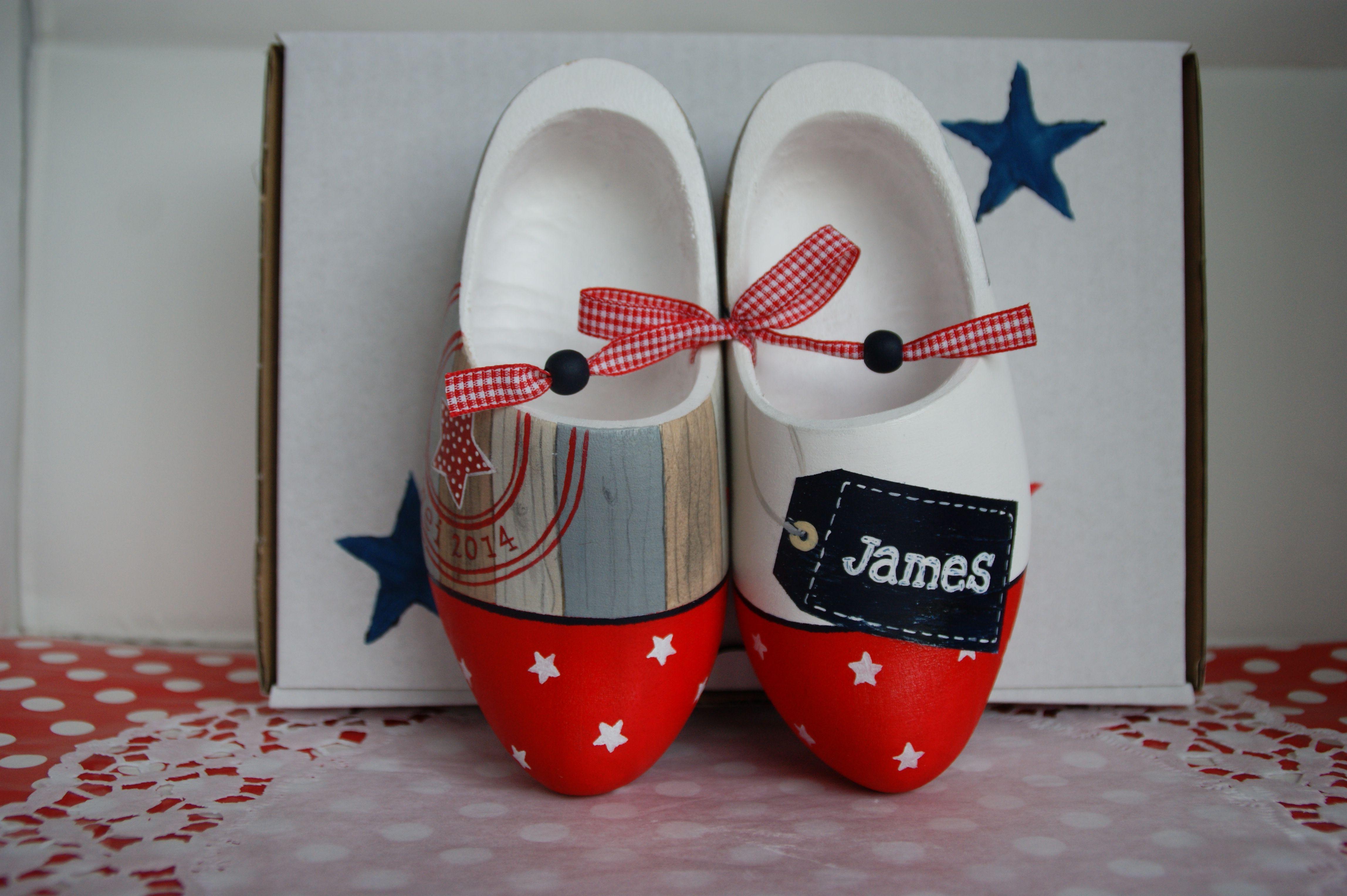 Geboorteklompjes met sterren voor James