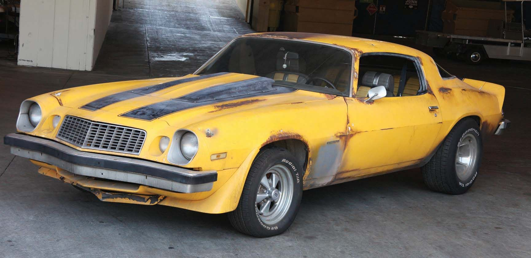 Transformers Movie Bumblebee Prior To Changing Into The Modern Day Chevrolet Camaro Chevrolet Camaro Bumblebee Camaro Cars Movie