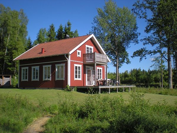 Cute Holiday home in Sweden. Great small house design.