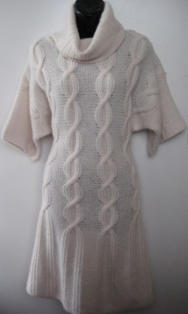 Cynthia Steffe cable knit dress. Dolman short sleeve, drape rib collar with oversized cable knit detail. SIZE XS