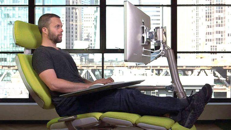 Altwork Station - Uma estação de trabalho ajustável em diversas posições, para que o usuário possa trabalhar sentado, reclinado, em colaboração com outra pessoa e até mesmo em pé.