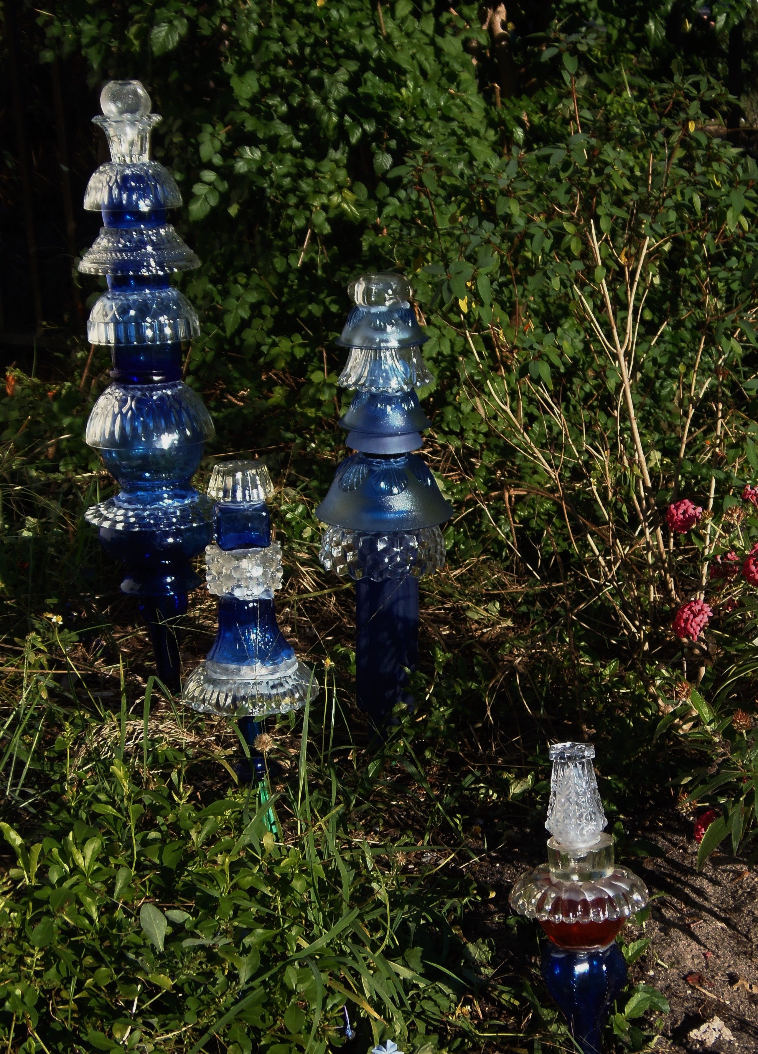 Glass yard art  Pin by D Madrid on Garden Art Glass Garden Totems by M  Pinterest