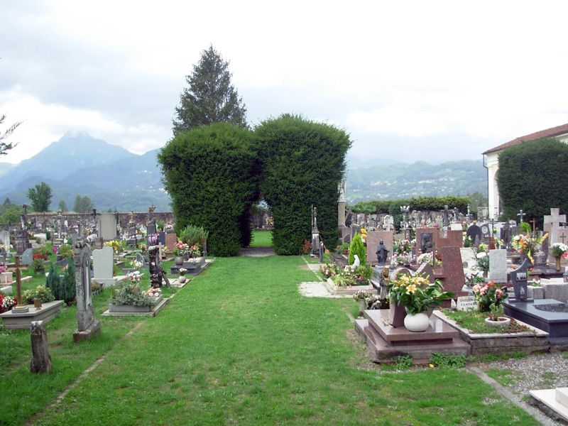 Barga Cemetery Pictures - Barga Genealogy Research Group