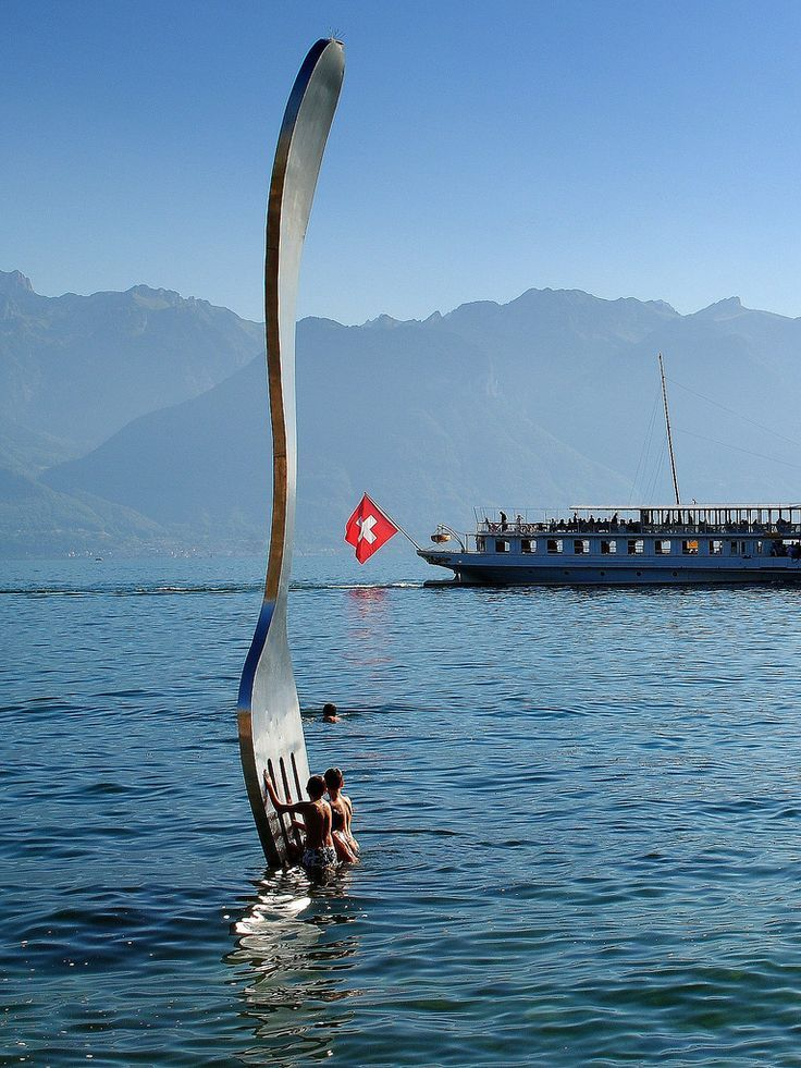 giant fork (over 500 kg - 1100 pounds ) planted in Lake ...