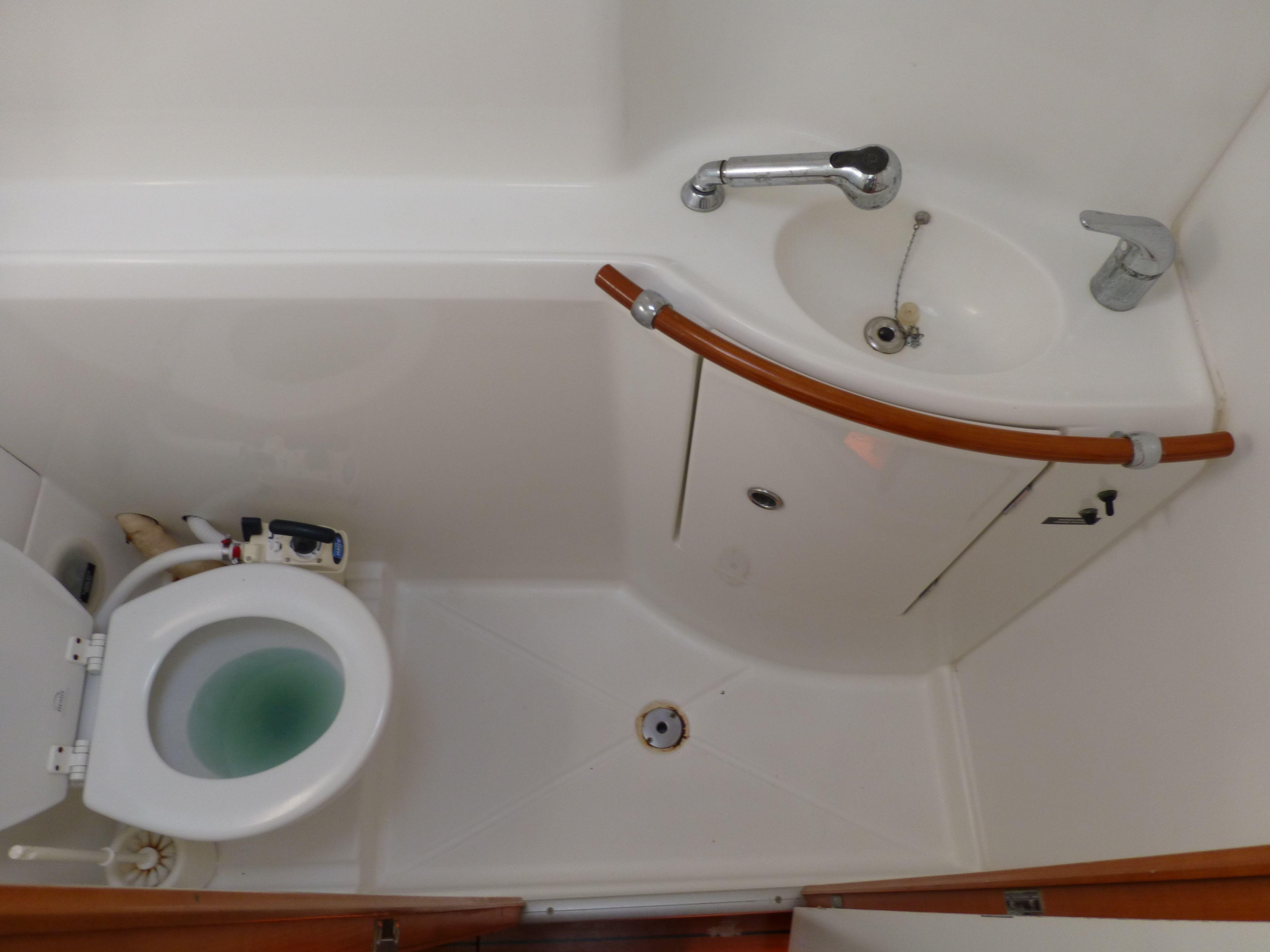 Lagoon 7 head  Boat interior, Small bathroom, Yacht interior