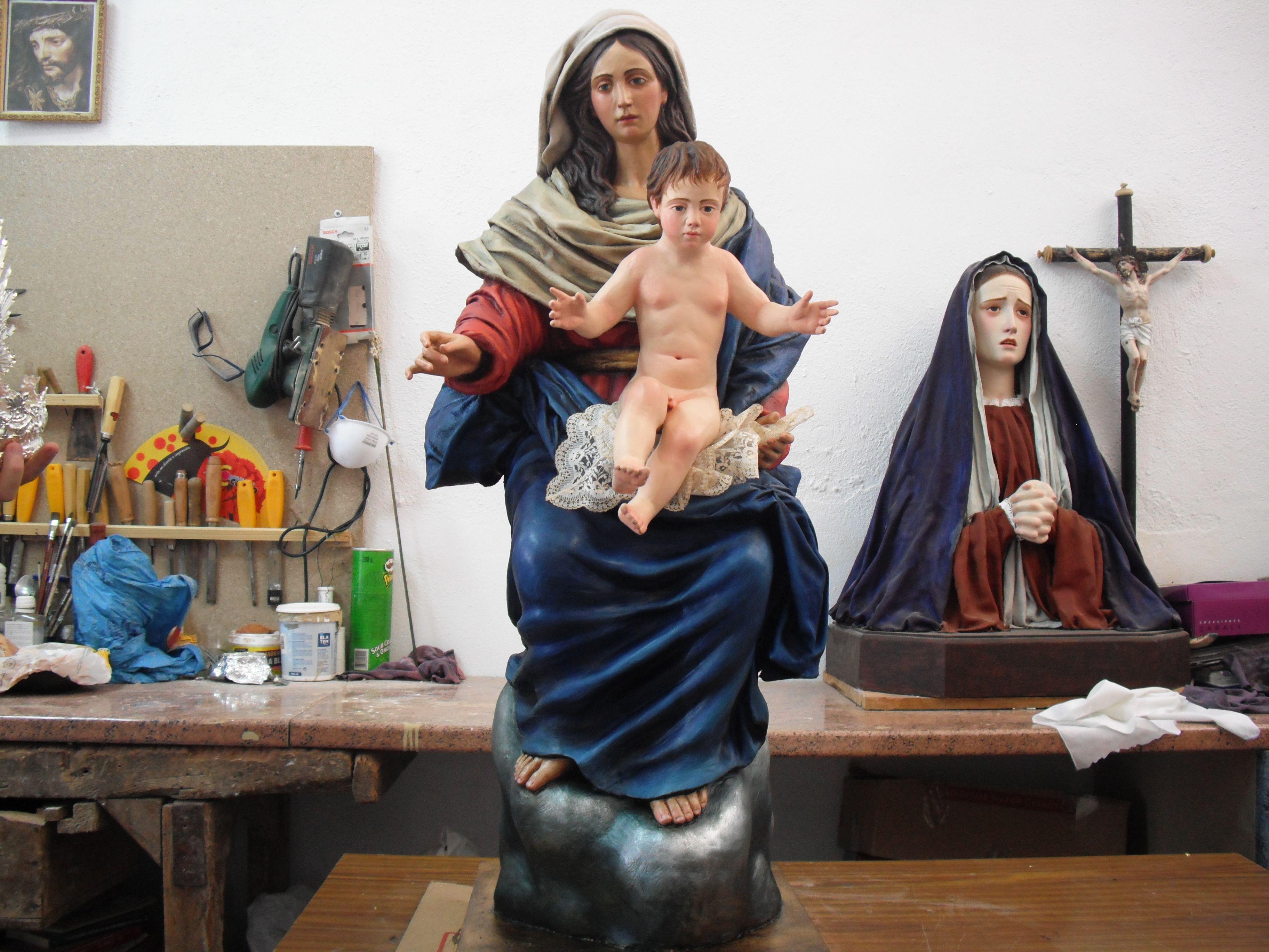 imagen de Santa María Madre de Dios en el taller de Joaquín Marchal