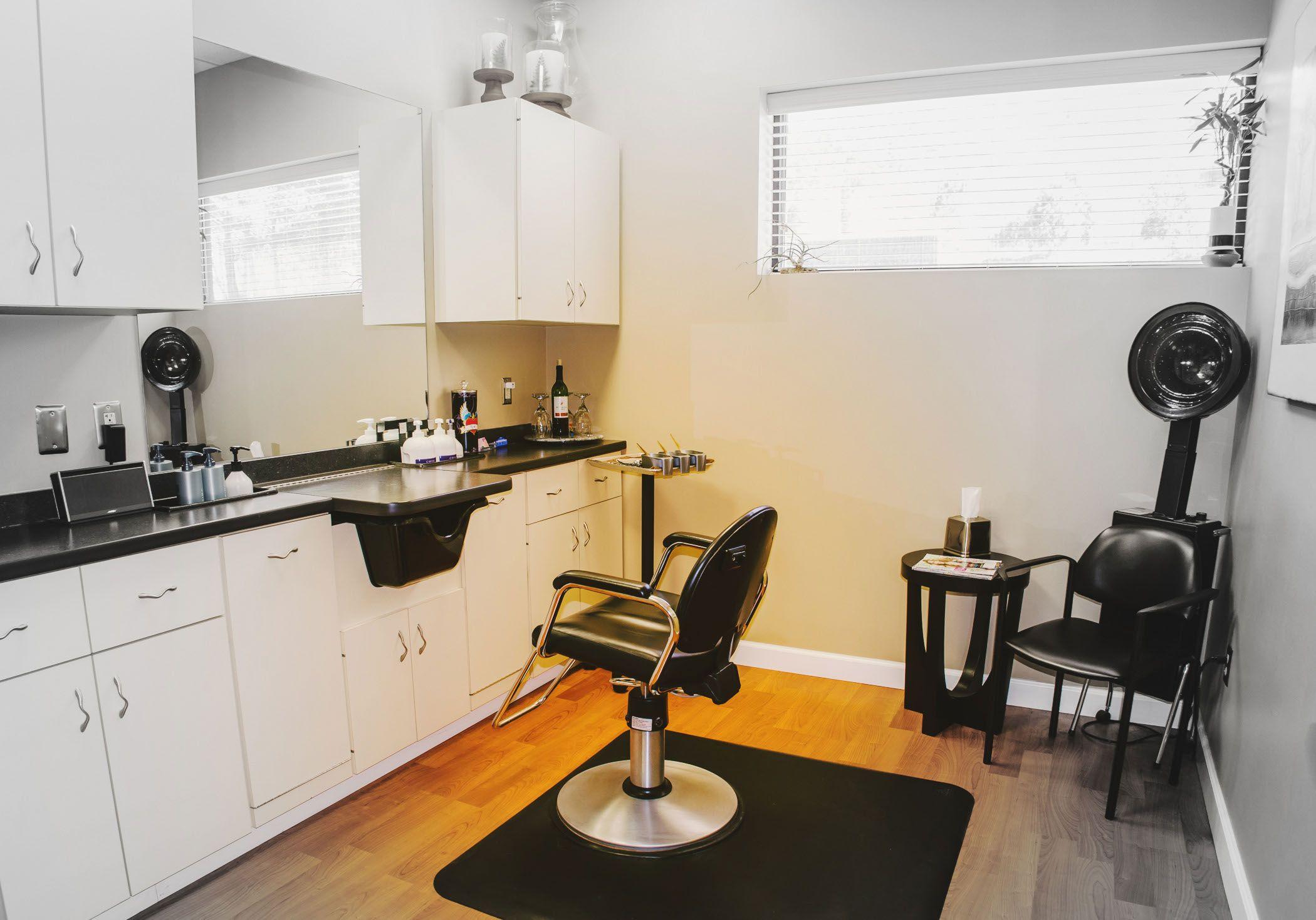 Ordinaire Small Home Hair Salon! | House Stuff | Pinterest | Salons, Salon Ideas And  Future