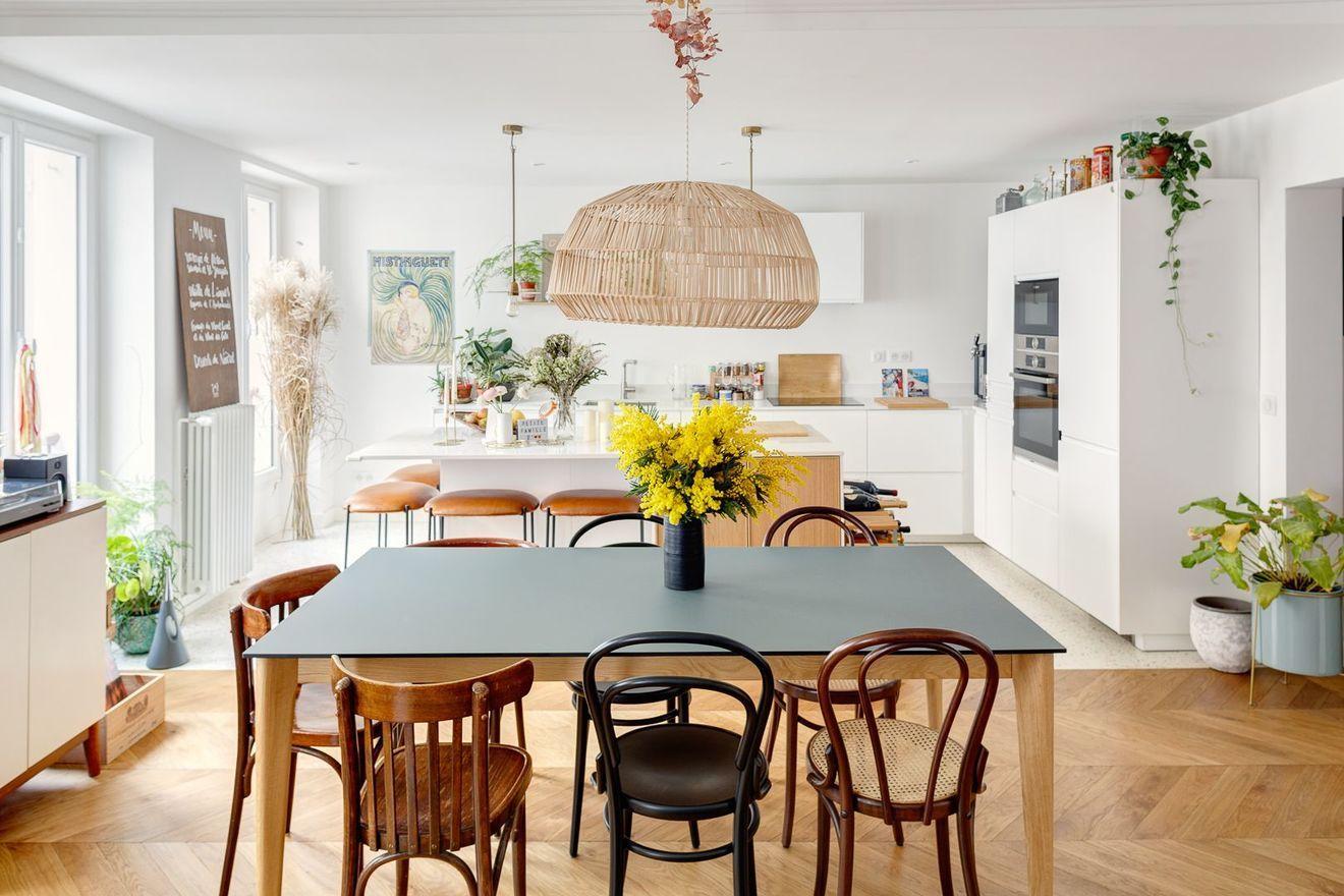 Appartement Paris 11 Un Haussmannien Fraichement Modernise En 2020 Architecte Interieur Maison Rustique Meuble De Cuisine Ikea
