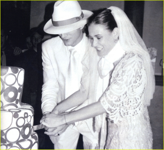 Celebrity Weddings Photo Ashton Kutcher And Demi Moore Celebrity Wedding Photos Celebrity Wedding Dresses Celebrity Weddings