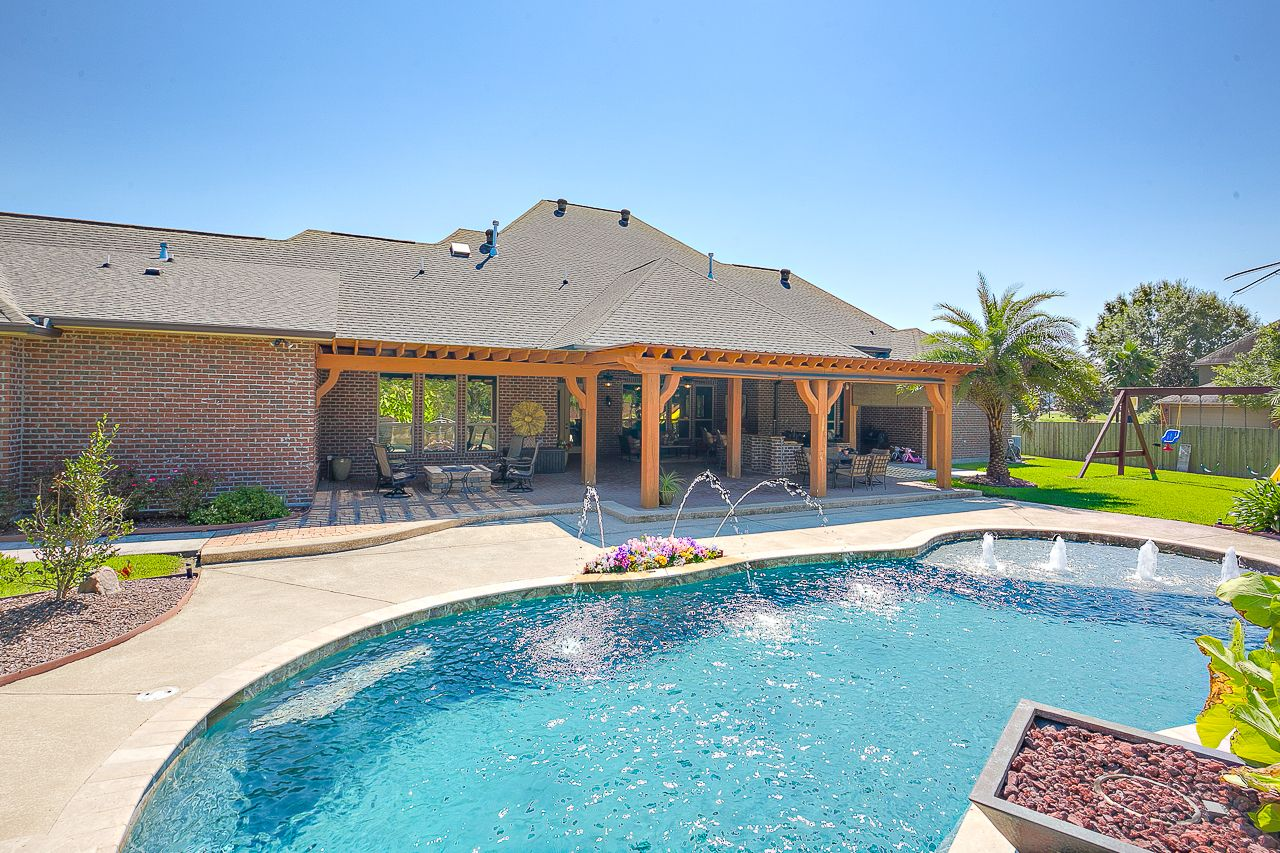 Baton rouge homes for sale pool houses pool resort style