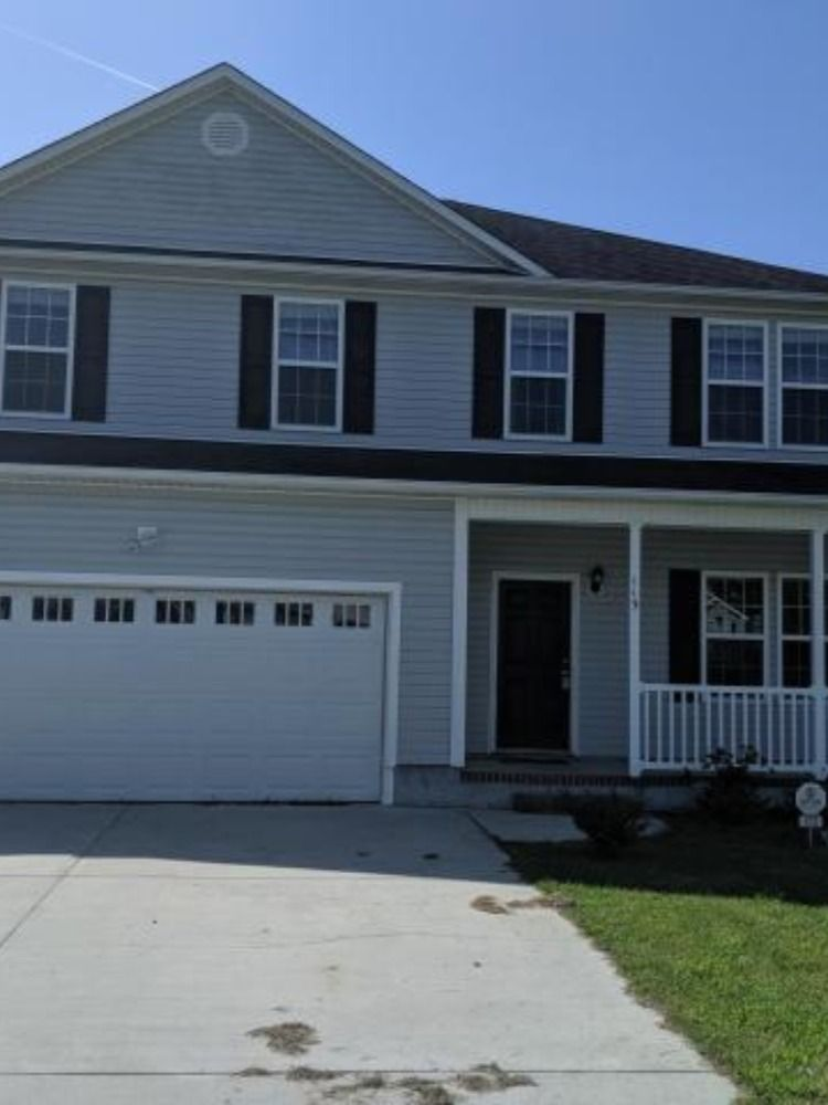 112 Pleasant Court 2800 Carpet Allowance For The Buyer And 1000 Agent Bonus 5 Bedrooms With 2 5 Baths Large Fen Estate Homes Home Backyard