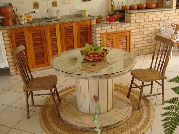 Resultado de imagem para mesa de bobina de madeira cozinha