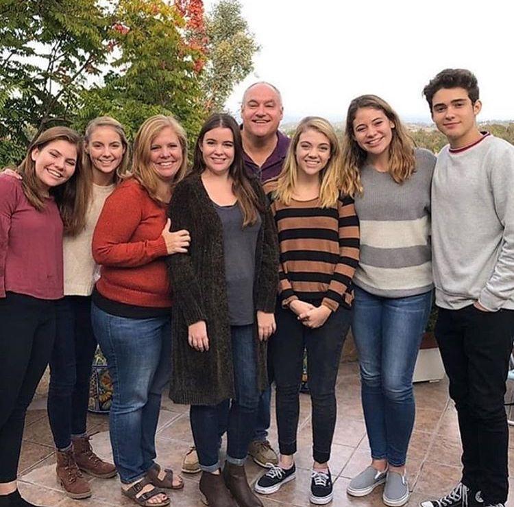 Joshua Bassett y su familia