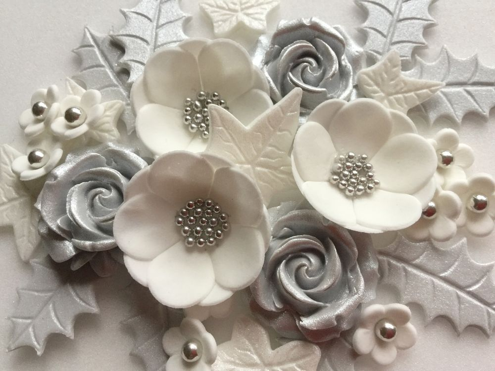 Details about CHRISTMAS SILVER & WHITE ROSES & PETALS