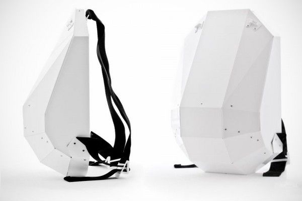 futuristic backpack in black and white for modern mobile lifestyle | mobility & sport . Mobilität & Sport . mobilité & sport | Design: Solid Gray @ Design Moderne |