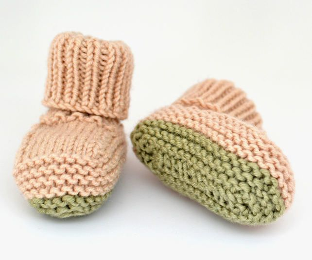 HAND KNITTED BEIGE BABY BOOTIES WITH GREEN SOLES (AGE 0 - 3 MONTHS) £4.99