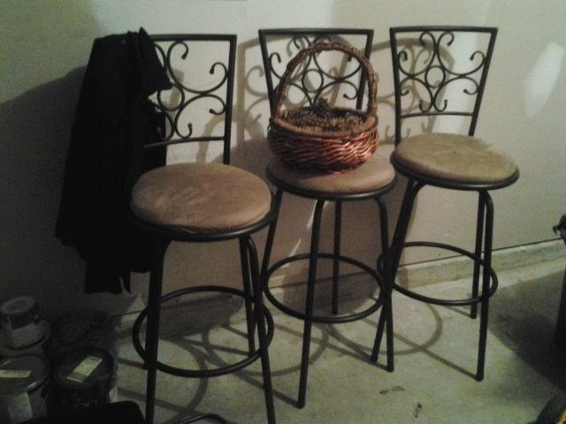 Three Bar Stools In Scraft01 S Garage Sale In Dallas Ga For 15 00 Moving Sale Three Bar Stools Excellent Condition Bar Stools Garage Sales Stool