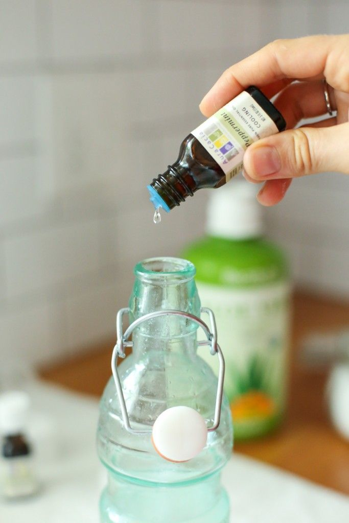 Homemade mouthwash is so easy to make! Get rid of those nasty chemical mouthwashes and grab 5 all natural ingredients for this refreshing mouthwash !