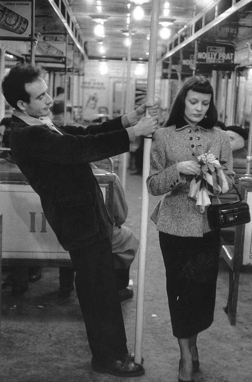 Metro paris · robert doisneau 1950s