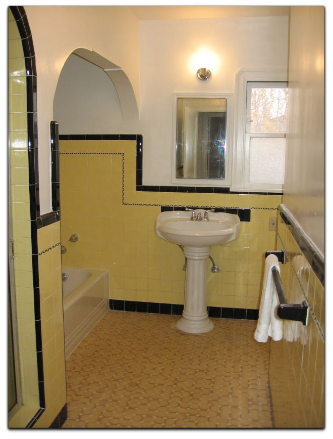 Classic Bathroom In Yellow And Black 1940 S Bungalow