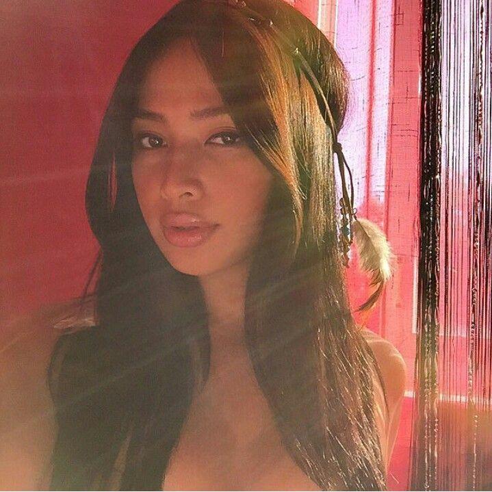 COHD6vLU8AAVWTw.jpg   Beautiful women, Beautiful, Mona lisa
