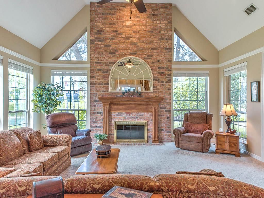 55 Unique Cathedral And Vaulted Ceiling Designs In Living Rooms Vaulted Ceiling Living Room Types Of Ceilings Ceiling Design