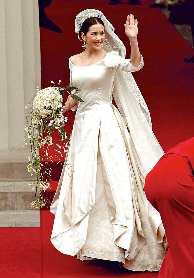 The Most Amazing Royal Wedding Dresses Ever   Princess mary, Royal ...