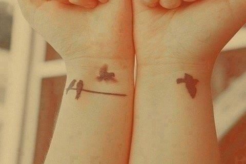 ثلاثة طيور يقفون على شجرة قرر واحد منها ان يطير فكم عصفور بقي على الشجرة يتراود طبيعيا إلى اذهاننا Bird Tattoo Wrist Girly Tattoos Small Bird Tattoos