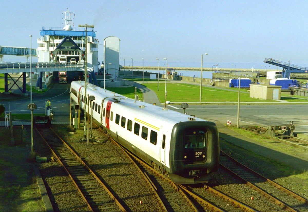 DSB 5081 als EC 32  Christian Morgenstern  (Kopenhagen–Hamburg) am 10.05.2000 in Puttgarden