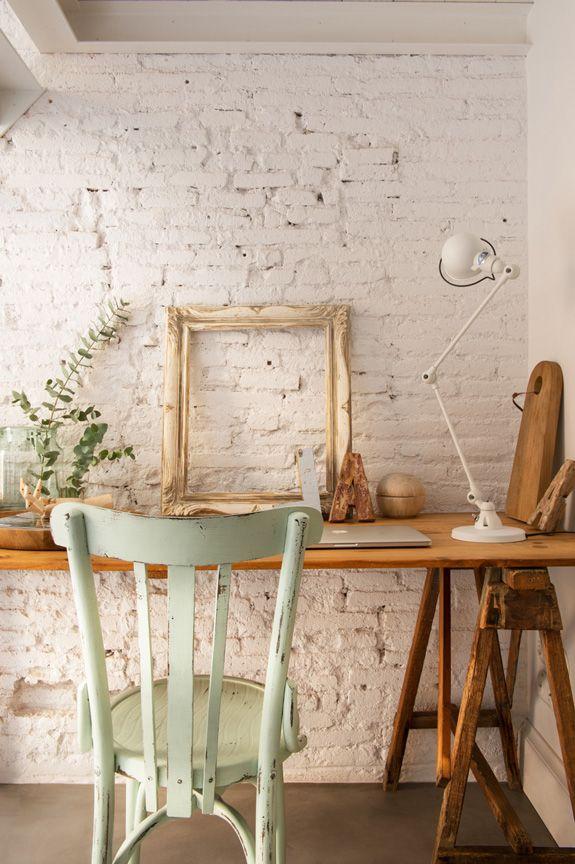 workspace zona de trabajo en casa de estilo nórdico industrial en Barcelona