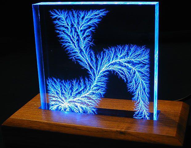 Captured Lightning: fractal-like Lichtenberg figur