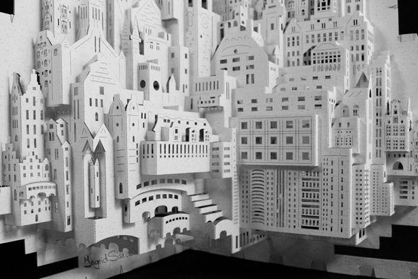 Inspiriert von den Arbeiten des chinesischen Architekten Masahiro Chatani, der vor 15 Jahren die soganenannte Origami Architektur ins Leben rief, machte sich Ingrid Siliakus ans Werk, auf selbe Weise sehr detaillierte und wunderschöne Papier Skulpturen zu schaffen.