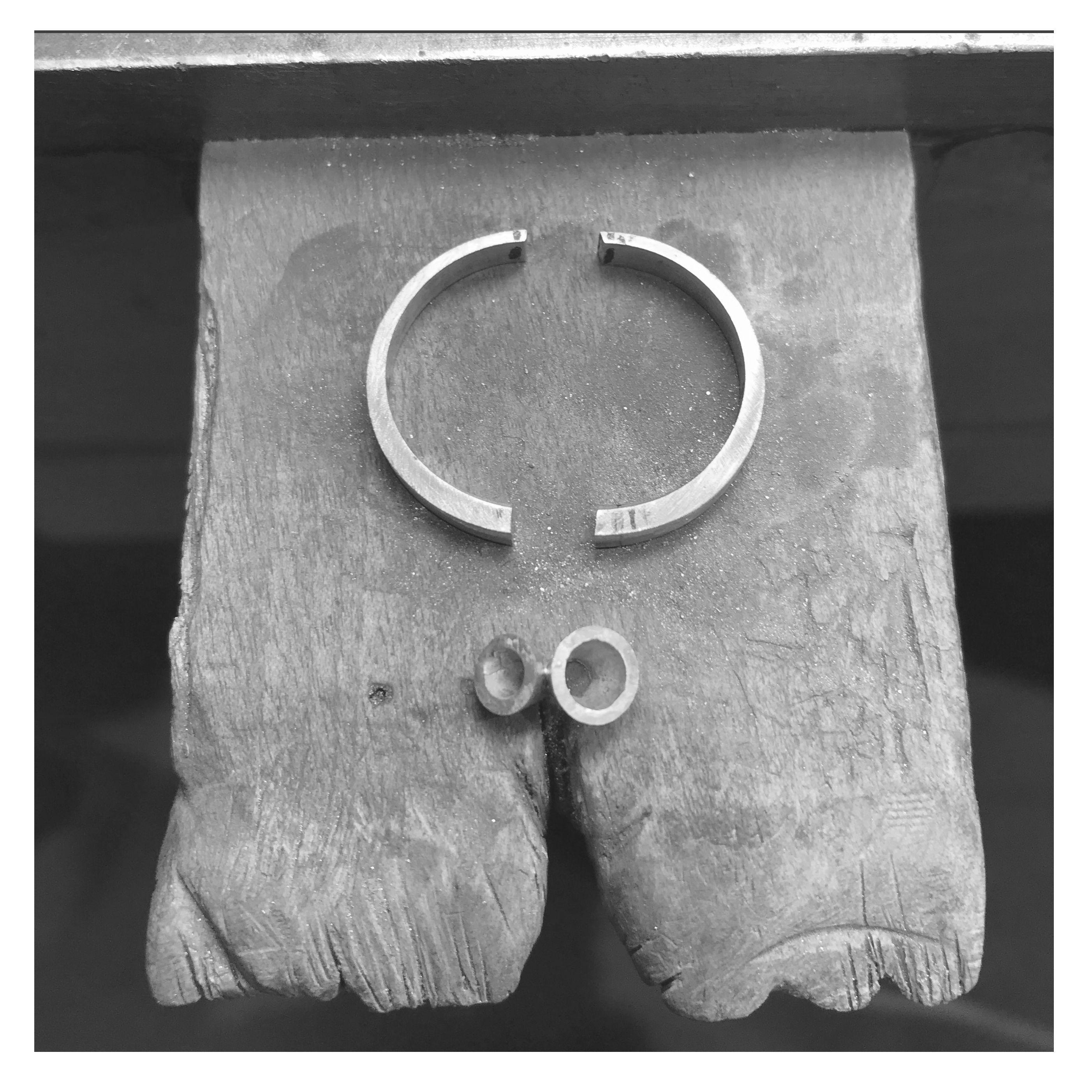 A bespoke pendant in the making 💎   #bespokejewellery #handcraftedjewellery #jewellerydesign #benchpeg #onthebench #progresspic #inthemaking #craftsmanship #handmade #designermaker #londonatelier #contemporaryjewellery #irishdesign