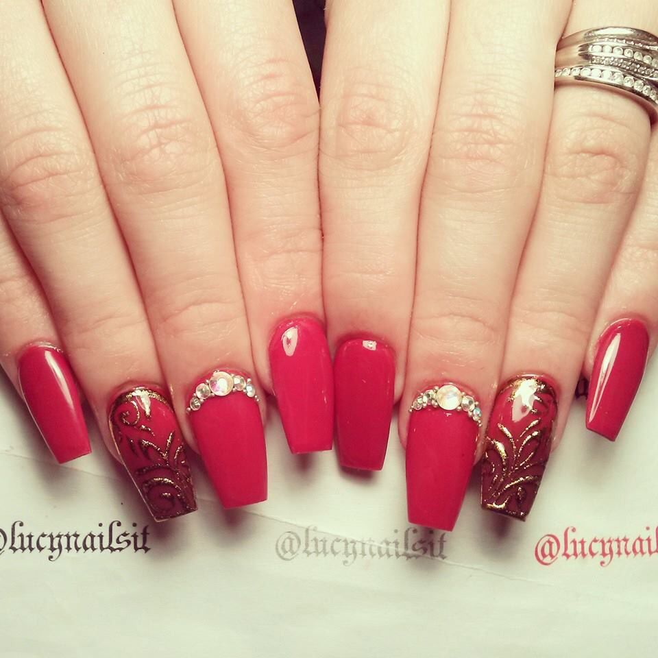 My Quinceañera Nails Red and Gold