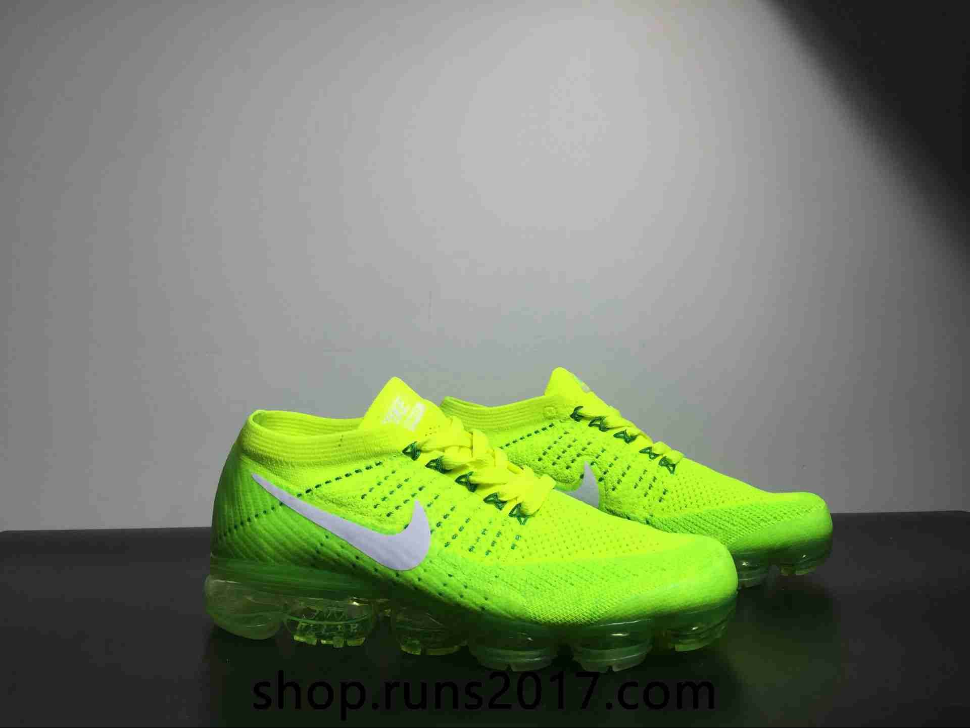 Nike Wear, Kicks Shoes, Green Shoes, Sports Shoes, Nike Air Max, Nike Free,  Athletic Clothes, Fashion Ideas, Footwear