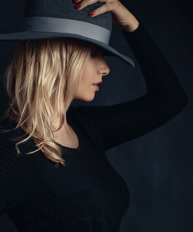From yesterday's shoot with Yara. Make up and hairs by @lilianadreambig  #newyorkphotographer #canon #model #alexlogaiskiphotography #studio #Brooklyn #portraitphotography #hat #backdrop
