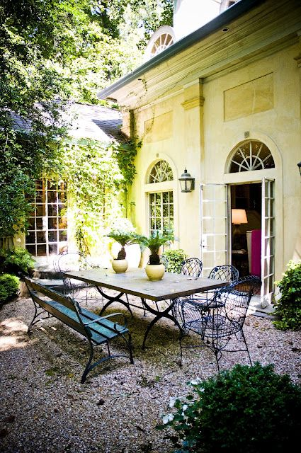 Pea gravel courtyard outdoor entertaining pinterest for French style courtyard ideas