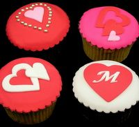 Easy Cupcake Decorating Ideas For Valentine Inspired By Michelle Cake  Designs.