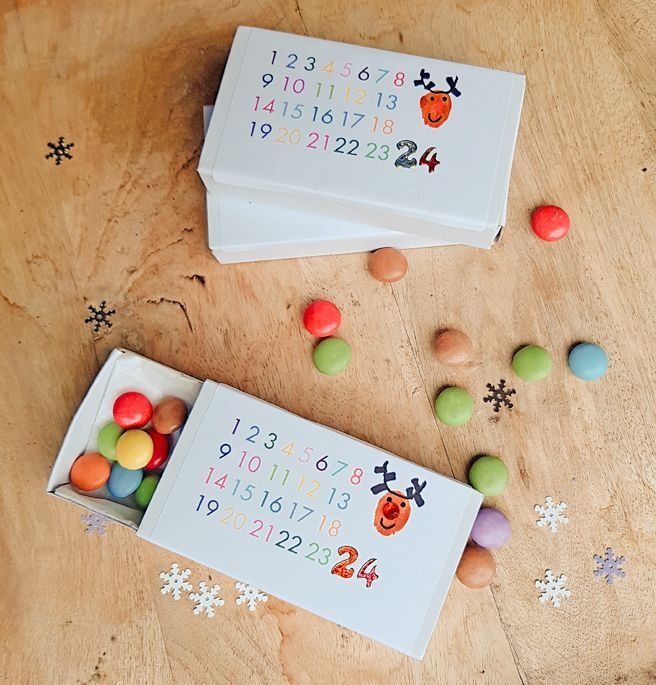 "Cool gift idea: Smarties reindeer advent calendar from the ...-ad_1]  Coole Geschenkidee: Smarties-Rentier-Adventskalender aus der Zündholzschachtel  Our little advent calendars from a matchbox are ready. A great little thing with 24 sweets for the first Advent. Everything becomes a little more ""personal"" with the funny fingerprint reindeer.   -#fruitTrifle #holidayTrifle #traditionalTrifle #Triflebowl #Triflerecipes #adventlustigerster"