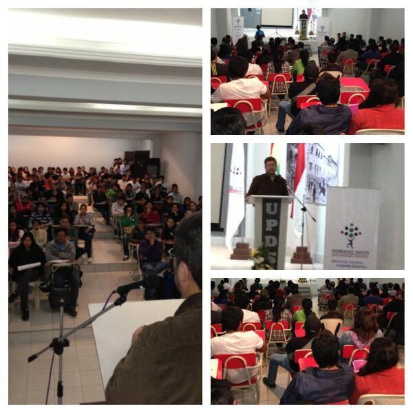 En la Universidad Domingo Savio conversando con jóvenes tarijeños acerca de los emprendimientos frente al rentismo.
