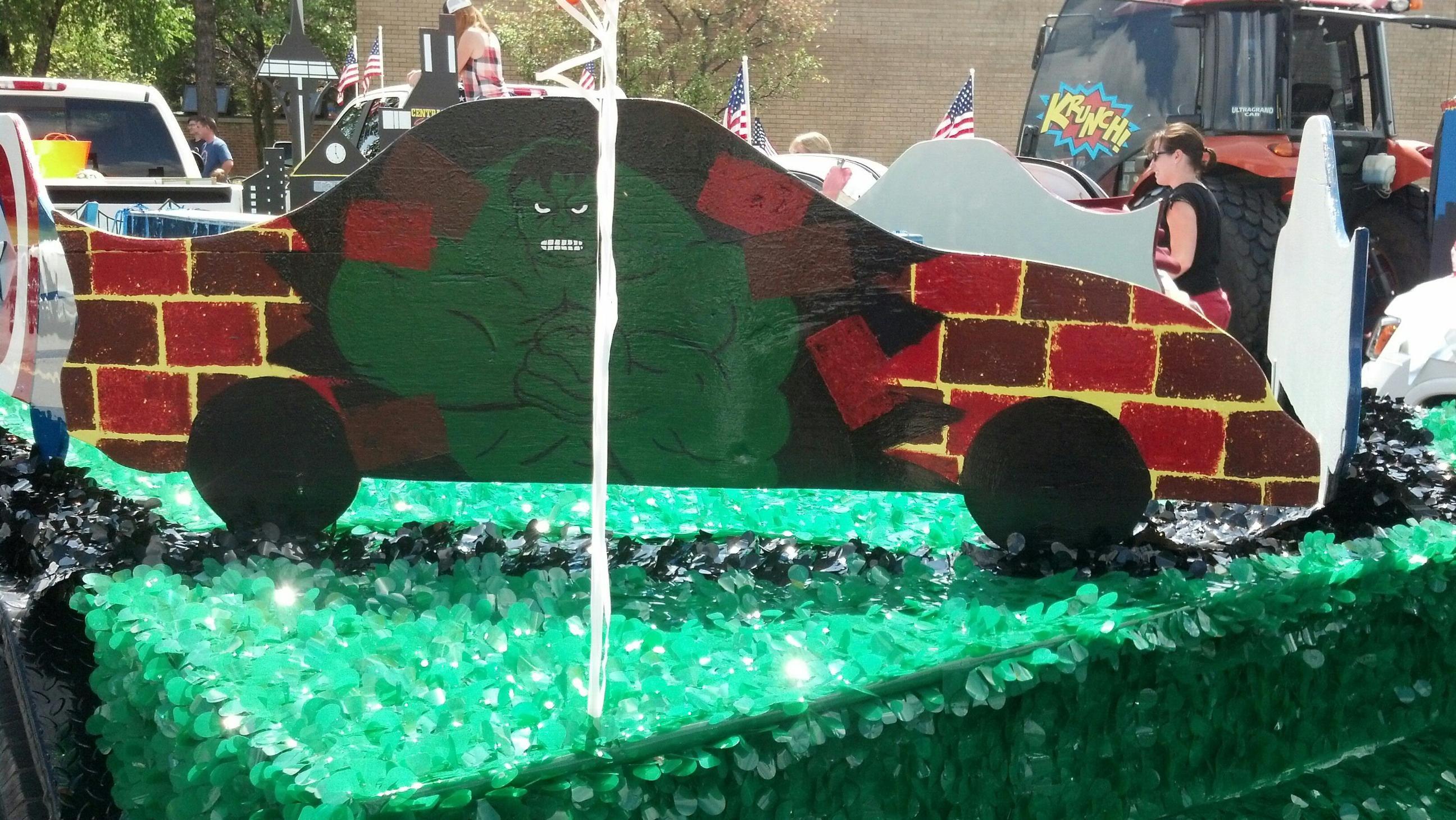 2014 Frankfort Fall Festival Parade The Hulk car Hulk