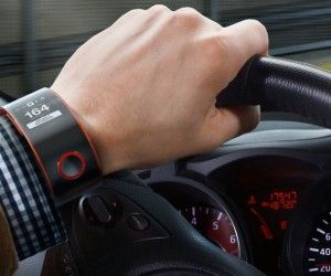 a0000299328 Nissan Unveils its In-Car Smartwatch