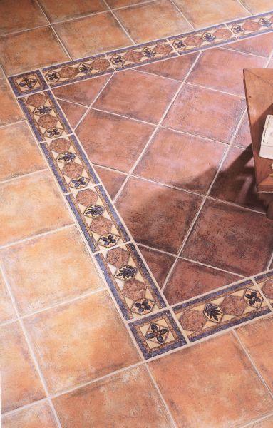 Pavimento realizzato con cotto antico e maiolica decorata