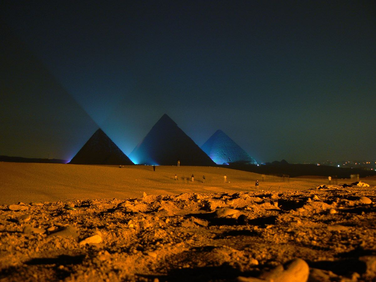 Risultati immagini per piramidi di notte