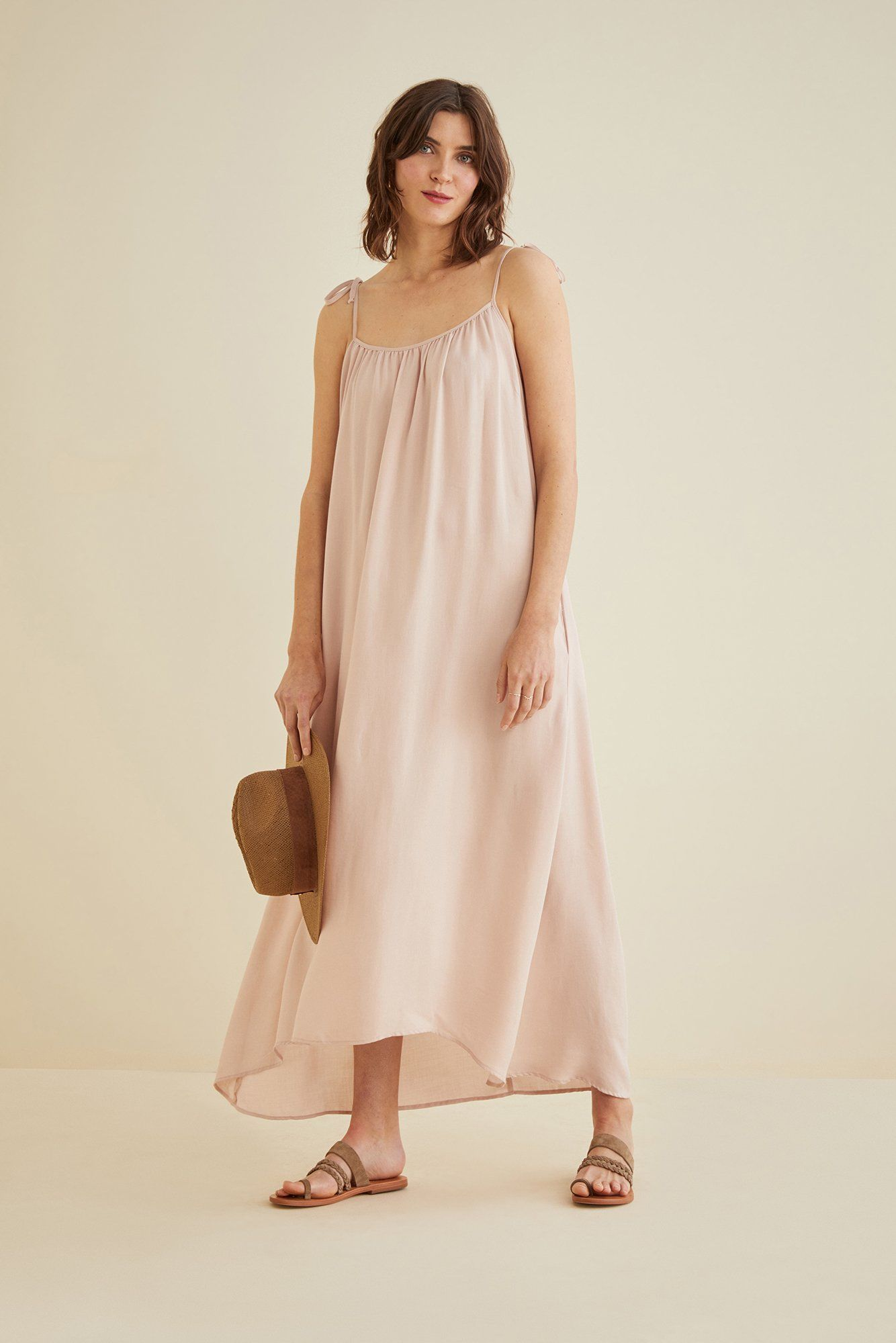 Pin By Jenny Redford On Summer Dresses Blush Dresses Loose Fitting Dresses [ 2000 x 1334 Pixel ]