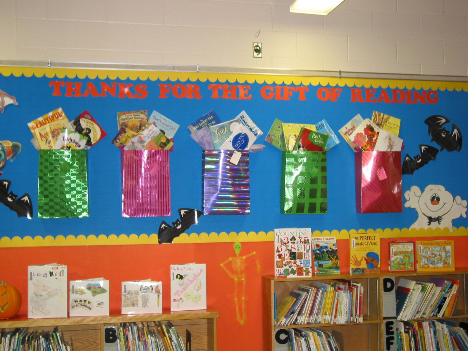 Classroom Ideas Display : I like the slogan for this holiday bulletin board display