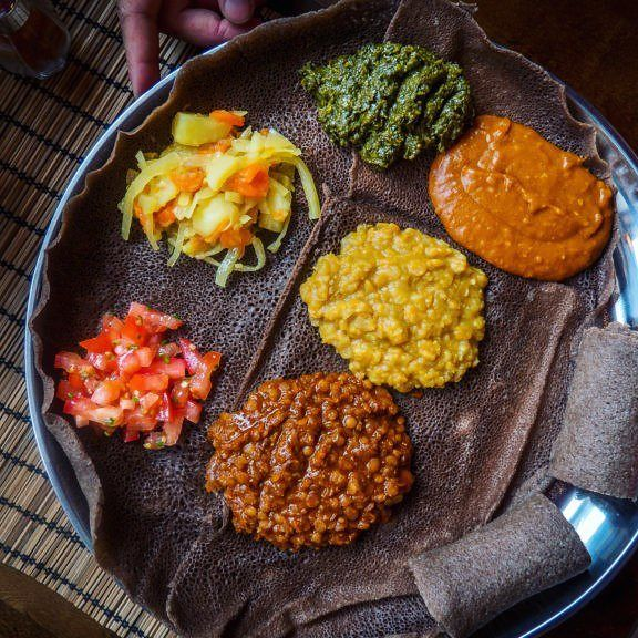 http://ift.tt/2uwPCHL etiopilainen injera-leipä ei ole vielä tuttu tässä se näkyy. Kyseistä leipää saa mm. Ravintola Addiksesta  #restaurantreview #ravintola