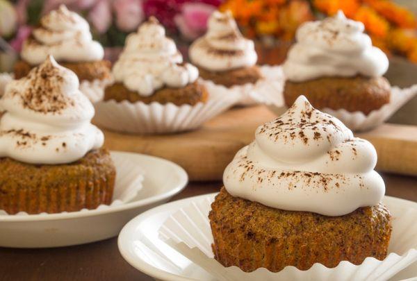 Dessert Recept: Ginger Spice Cupcakes med vispad grädde Frosting