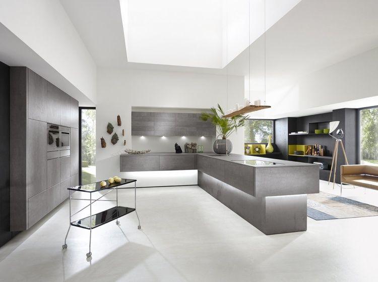 Grifflose Küche und moderne Beton-Optik mit integrierter indirekter ...